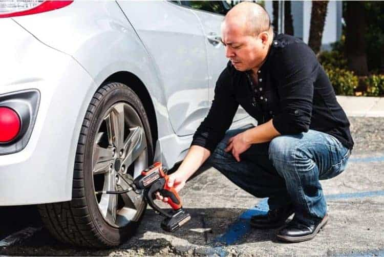 lithium-ion-cordless-tire-inflator-5