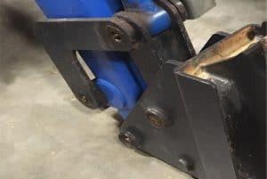loader-quick-attach-four-bar-linkage-for-New-Holland-32LA-33LA-52LA-close-up