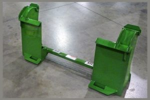 tractor-quick-attach-adapter-Universal-SSL-to-Deere-600-700-series